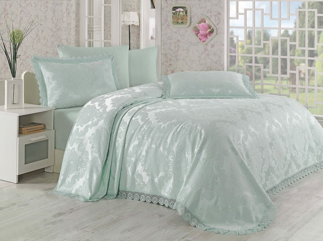 jacquard bedspread with two decorative pillowcases